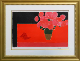 赤いテーブルの上の紫陽花の花束