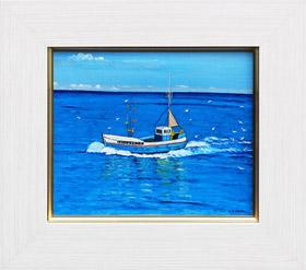 カモメに囲まれた小さな舟