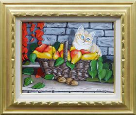 洋梨の籠と猫